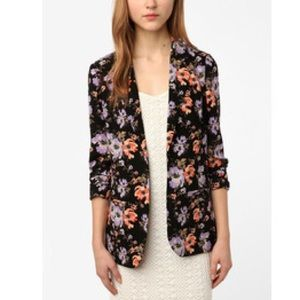 🔥Urban Outfitters floral blazer sz S🔥